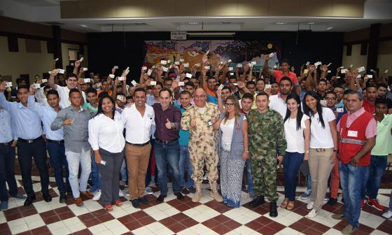 Víctimas del conflicto armado recibieron libreta militar