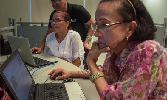 Internet, la 'onda' de los adultos mayores