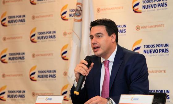 El ministro de Transporte, Jorge Rojas Giraldo, durante la rueda de prensa.