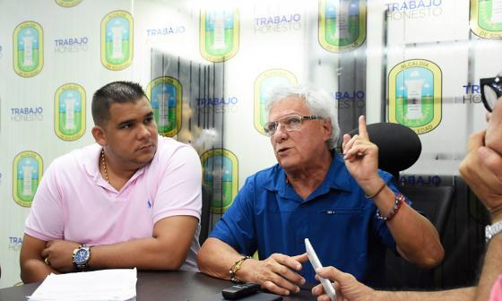 El alcalde de Soledad, Joao Herrera, junto con el secretario de Hacienda, Federmán Vizcaíno.