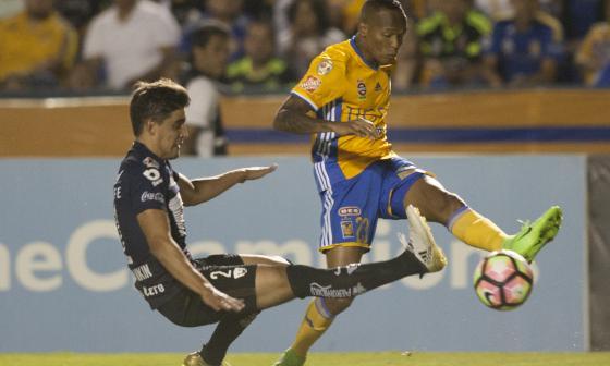 Luis Quiñones se viene destacando en los Tigres de México con su velocidad para el contragolpe y chispa al encarar rivales.