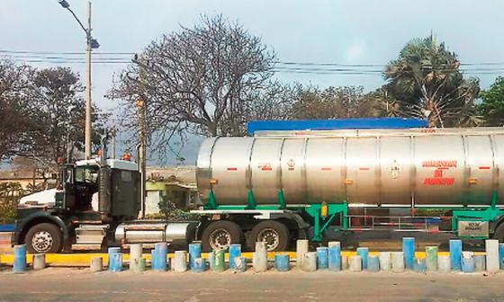 Incautan 31 toneladas de ácido sulfúrico en un camión