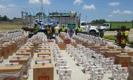 Decomisan 56 mil cajas de cigarrillos camuflado entre material reciclable