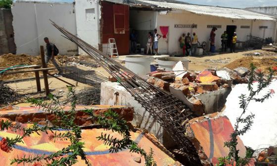 Dos personas murieron y una quedó herida luego del desplome de una pared en una obra de Riohacha.