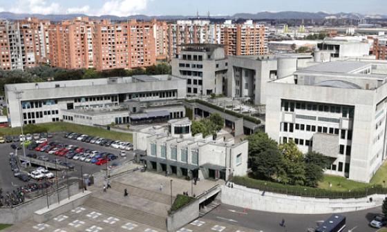 Fiscalía ofrece hasta 5 millones de recompensa por funcionarios vinculados a caída de edificio