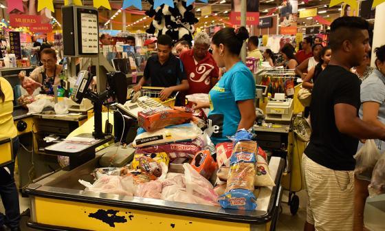 Gaseosas, arroz y leche, lo que más compran los barranquilleros