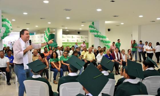 Distrito gradúa de primaria a 32 habitantes de la calle