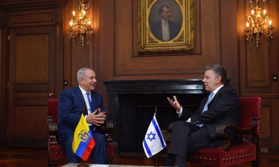 El primer ministro israelí, Benjamín Netanyahu, y el presidente Juan Manuel Santos durante la audiencia de este lunes en la Casa de Nariño.
