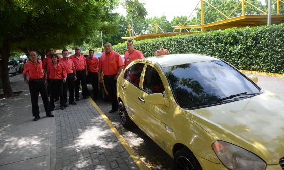 Gremio de taxistas, afectado por el paro