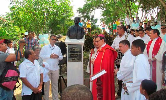 El busto está ubicado en el barrio La María, Ovejas.