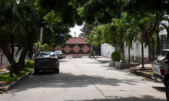 Una puerta enfrenta a vecinos de Paraíso con el Batallón