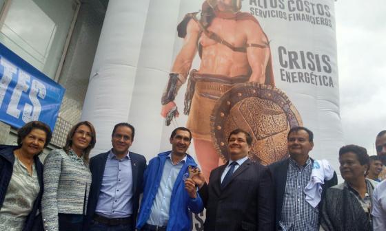 """David Barguil se inscribe al Senado y anuncia lucha contra """"los Goliat"""""""