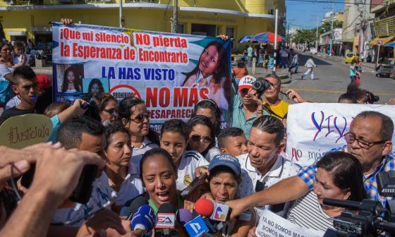 Luz Divina Cabarcas en el plantón para pedir justicia por la muerte de Gabriela.