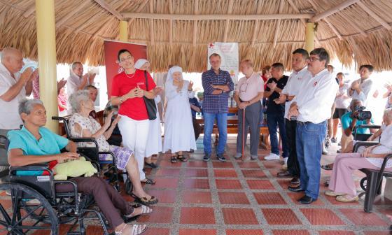 Verano entrega dotación a 210 ancianos de tres asilos en Atlántico