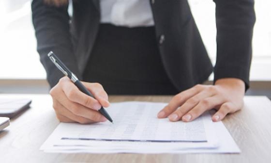 Imagen ilustrativa de un contrato.