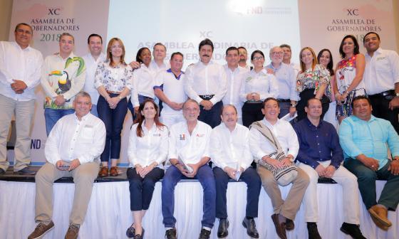 Los gobernadores en pleno durante su encuentro en Cartagena