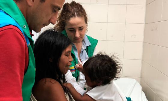 Rescatan a tres niños indígenas con problemas de salud en la Sierra Nevada