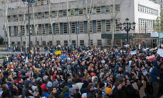 ¡Basta! estudiantes de EEUU marchan contra las armas en las escuela