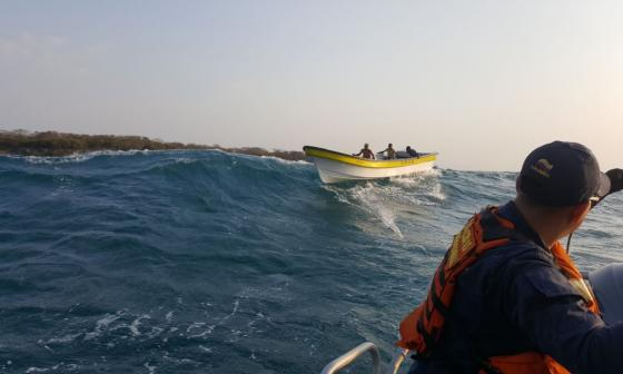 Ocho turistas rescatados tras zozobrar embarcación en Islas del Rosario