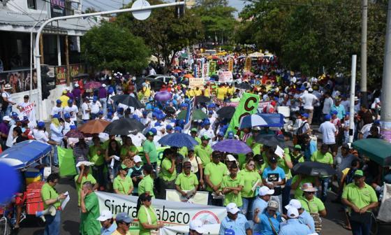 En Barranquilla también marcharon los líderes de las centrales obreras.