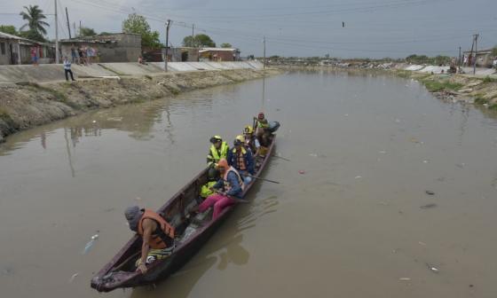Siete rescatistas buscan a Jhan a orillas del Río