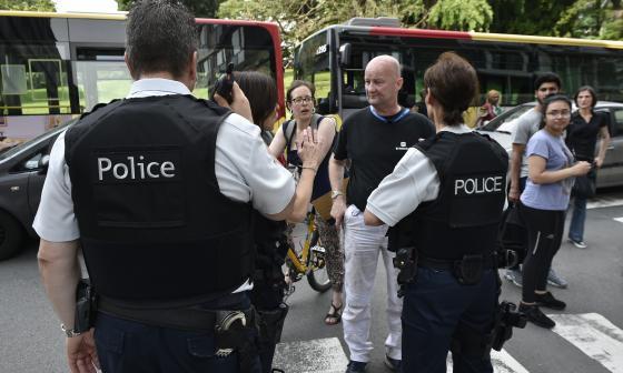 Atacante de Bélgica tomó armas de los policías tras agredirlos con un cuchillo: fiscal