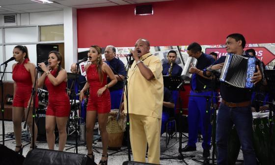 El cantante Juan Piña y su orquesta se presentaron en el espacio musical de EL HERALDO, #SesionesEH.