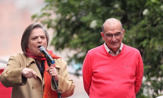 Clara López cuestionó decisión de De la Calle de votar en blanco