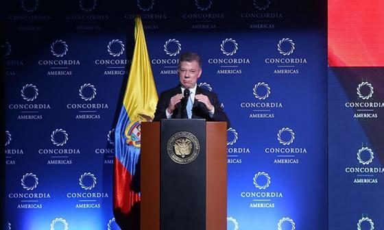 El Presidente de la República, Juan Manuel Santos durante la inauguración de la Cumbre Concordia Americas en conversatorio con Davis H. Perraeus.