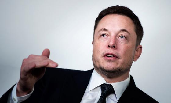 Por un trino obligan a Elon Musk a renunciar a la presidencia de Tesla