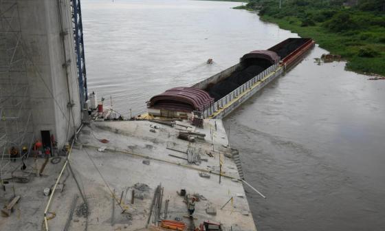 Emergencia en el río Magdalena por barcazas a la deriva fue superada: Dimar