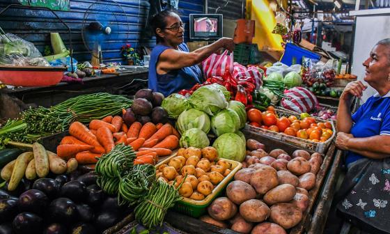 Puestos de venta de verduras ubicados en el mercado de Barranquilla.