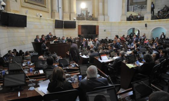 Pasa primer debate ley de orden público que permitirá negociación con el ELN