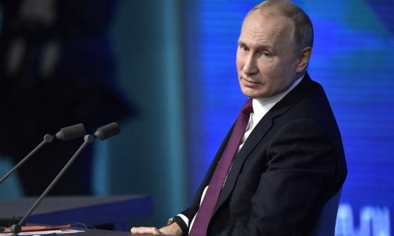 """Putin denuncia que Occidente quiere """"frenar el desarrollo"""" de Rusia"""