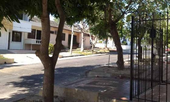 Hallan muerta a mujer en vía pública del barrio El Recreo