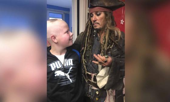 Un famoso pirata alegró a niños con cáncer en París