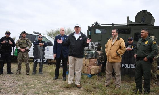 Trump llega a la frontera con México a defender su muro