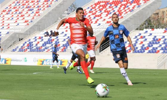 Acción del juego entre el Barranquilla y el Chicó.