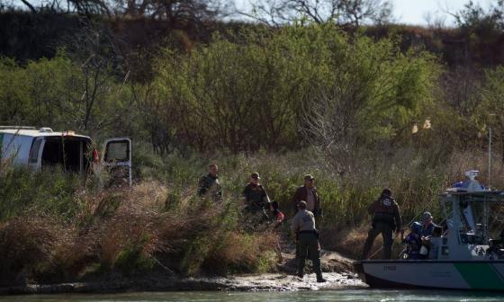 México frena el paso de 200 migrantes centroamericanos
