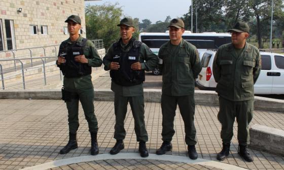 Los cuatro militares que desertaron ante Migración Colombia.