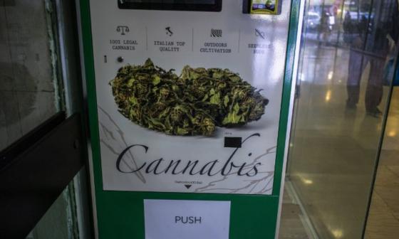 Instalan primera máquina distribuidora de cannabis en Grecia