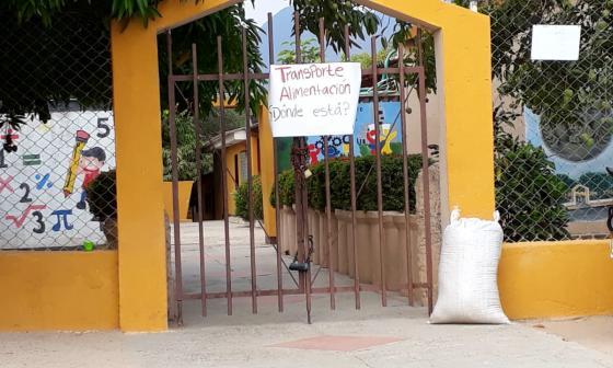 Estudiantes cierran colegio en Patillal por falta de transporte y alimentación escolar