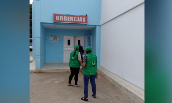Funcionarios del ICBF en Córdoba llegaron a atender el caso de la menor abandonada.