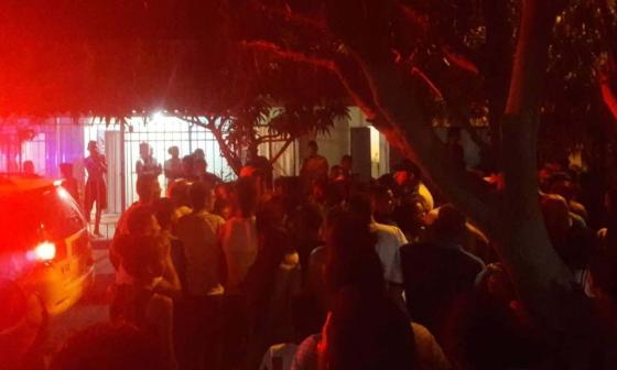 Comunidad arremete contra policías en operativo contra delincuentes en Galapa