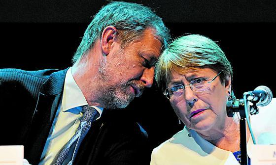 Michelle Bachelet junto al representante de México.