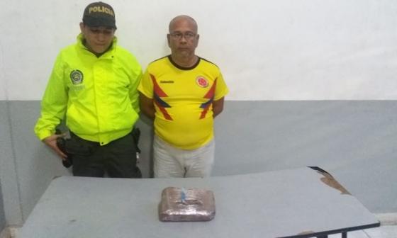 Le hallaron una panela de marihuana en su casa en San Isidro
