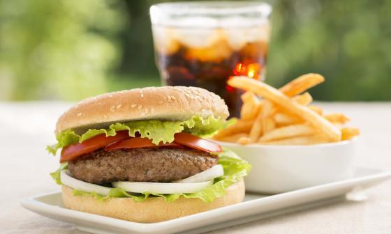 Abuso de alimentos ultraprocesados y sus riesgos a la salud