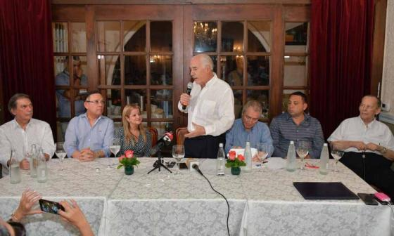 Andrés Pastrana entrega coaval a candidatura de Elsa Noguera