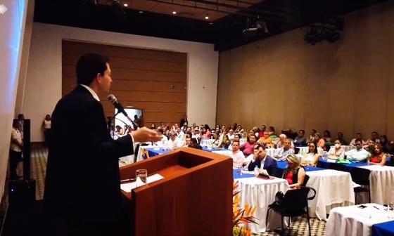 El contralor Carlos Felipe Córdoba en el Congreso de Control Fiscal Ambiental.