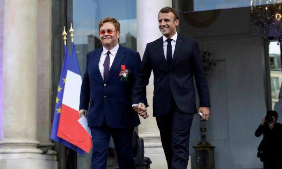 Elton John y Macron se movilizan contra el sida en París